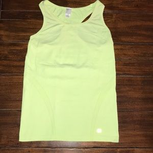 Gap fit tank in yellow small.